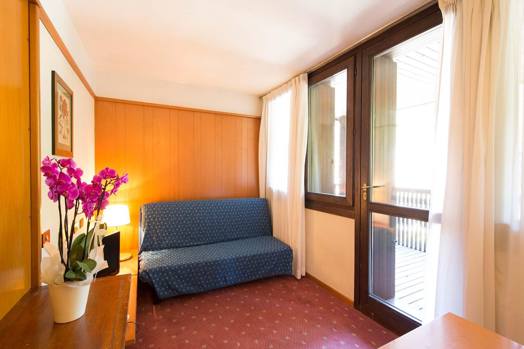 Picture of: Hotel Des Alpes 2 Studio Apartment 2 Beds Collini Gestioni